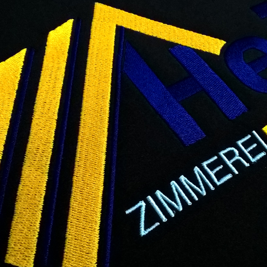 Gesticktes Logo auf Jacke